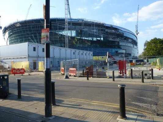 Today's visit of the new Spurs stadium revealed that the south east corner is no longer obscured.